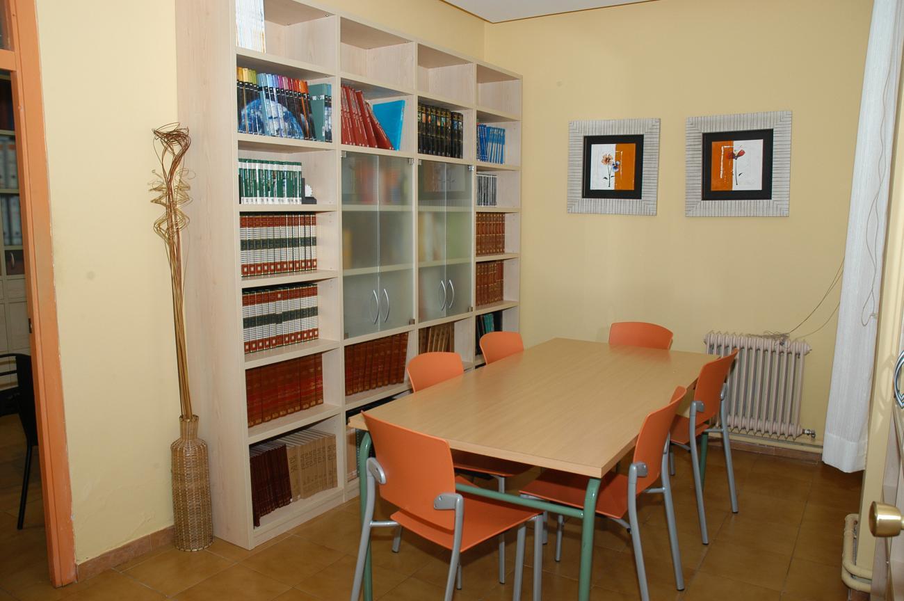 Sala de visitas y zona de estudio