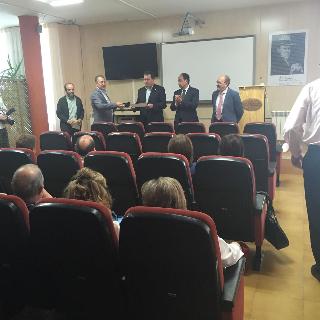 Entrega de diplomas conmemorativos de las jubilaciones 2015